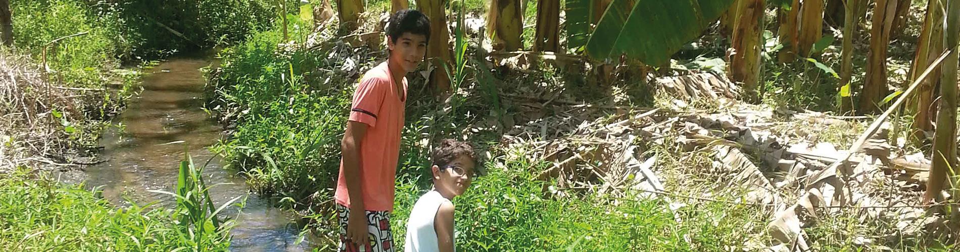 Glückliche Straßenkinder bei Nós na Vida
